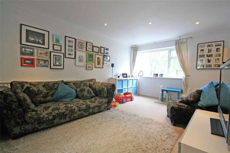 2 Bedrooms Maisonette Flat for sale in Hayden Court, New Haw, Addlestone, Surrey, KT15