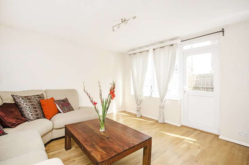 4 Bedrooms House for sale in Cromer Terrace, Dalston, E8