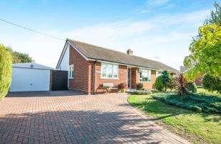 2 Bedrooms Bungalow for sale in Seasalter Road, Graveney, Faversham, Kent