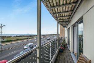 2 Bedrooms Flat for sale in Horizon, 205-209 Kingsway, Hove, East Sussex