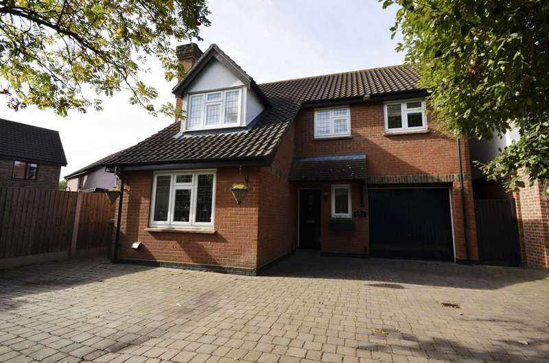 4 Bedrooms Detached House for sale in Larch Close, Laindon