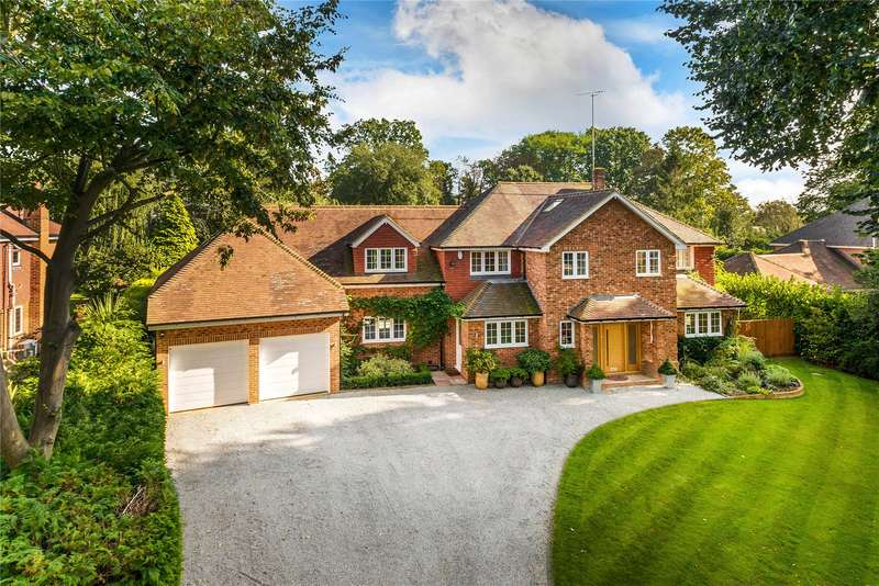 5 Bedrooms Detached House for sale in Knowl Hill, The Hockering, Woking, Surrey, GU22