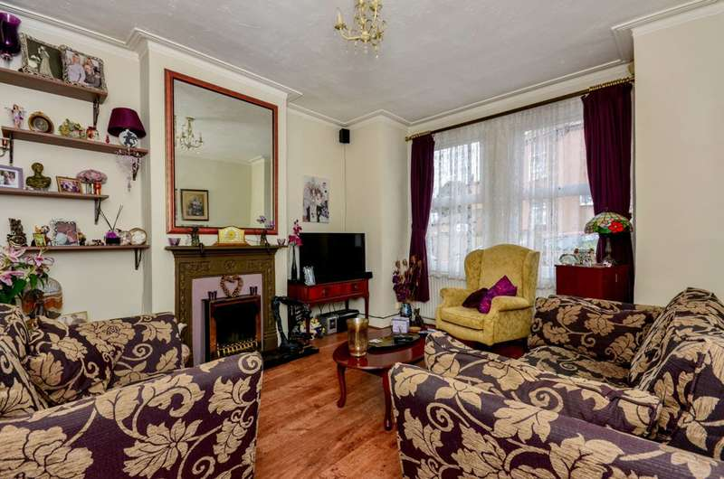 2 Bedrooms Maisonette Flat for sale in Hythe Road, Thornton Heath, CR7