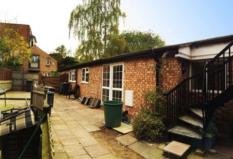 2 Bedrooms Bungalow for sale in Dunstable Street, Ampthill