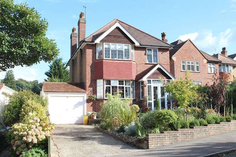 3 Bedrooms Detached House for sale in The Windings, Sanderstead, Surrey
