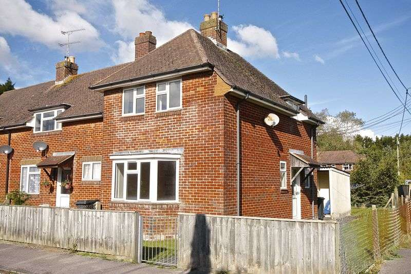 2 Bedrooms House for sale in New Road, Bovington, BH20.