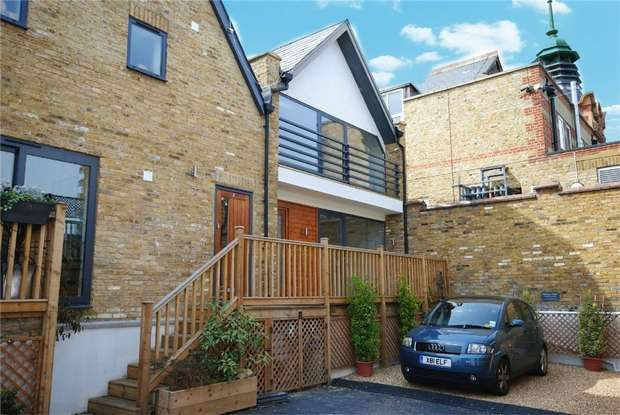 2 Bedrooms End Of Terrace House for sale in Briscoe Mews, Twickenham