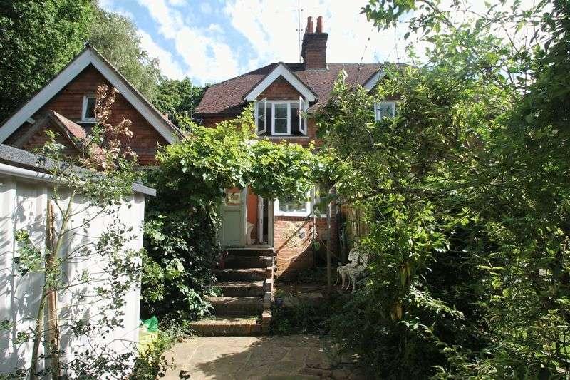 3 Bedrooms Semi Detached House for sale in The Dene, Abinger Hammer