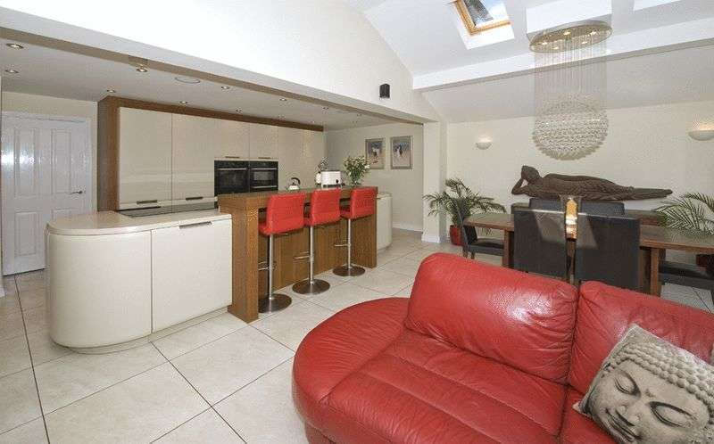 4 Bedrooms Semi Detached House for sale in Woodgate Way, Belbroughton