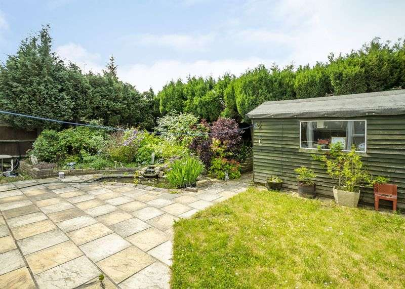 2 Bedrooms Bungalow for sale in College Piece, Mortimer