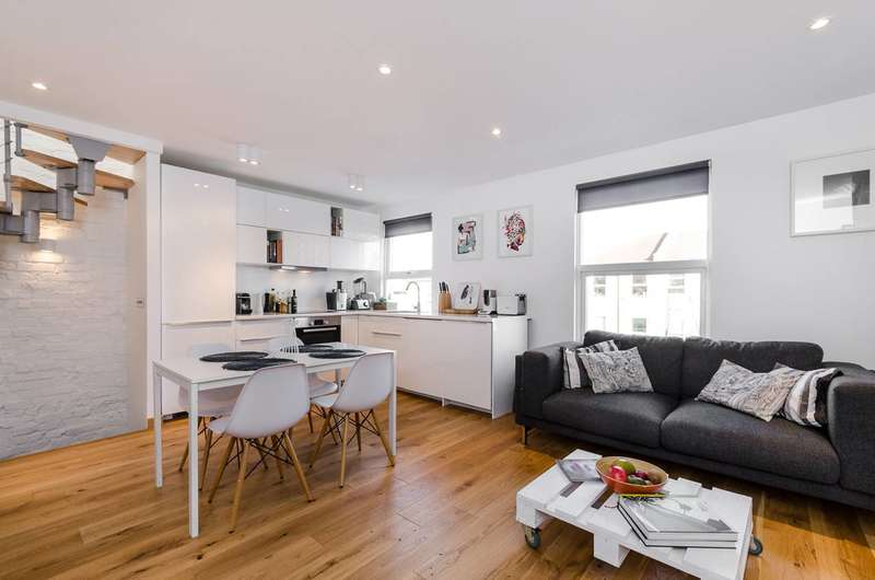 2 Bedrooms Flat for sale in Limes Grove, Lewisham, SE13