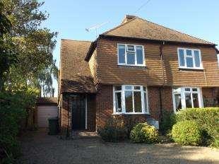 3 Bedrooms Semi Detached House for sale in Hartley Road, Cranbrook, Kent, Uk