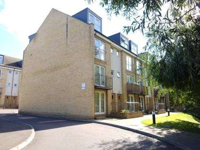 2 Bedrooms Maisonette Flat for sale in Watersmeet, Grove Road, Hitchin, Hertfordshire