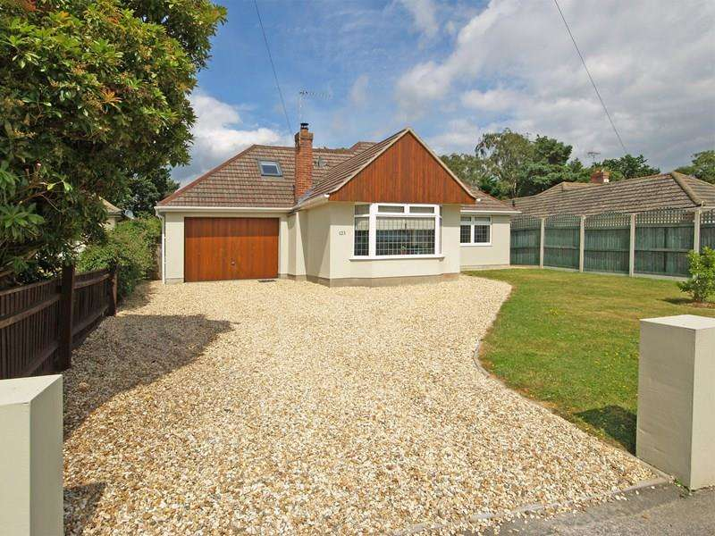 4 Bedrooms Chalet House for sale in Smugglers Lane North, Highcliffe, Christchurch