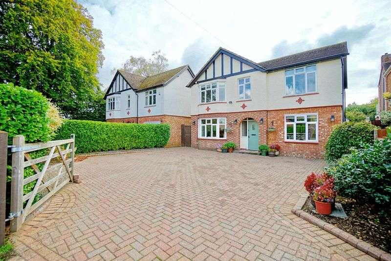 5 Bedrooms Detached House for sale in Eaton Socon, St. Neots