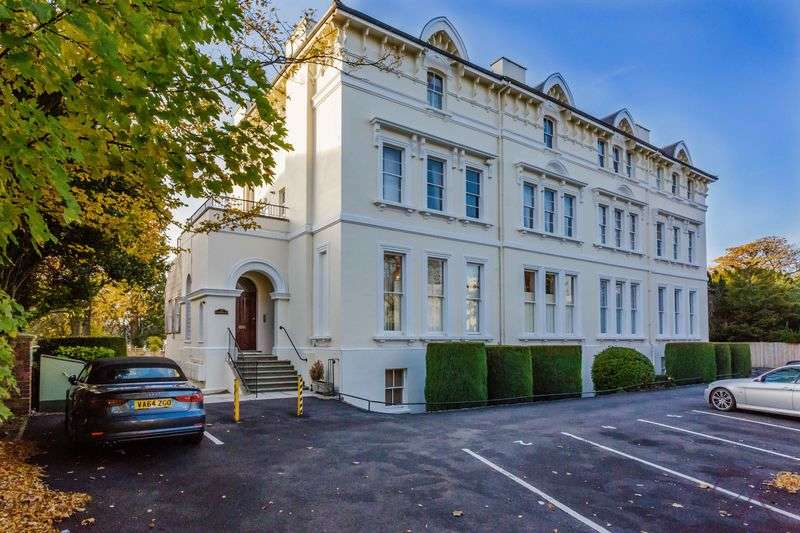 2 Bedrooms Flat for sale in The Park, Cheltenham