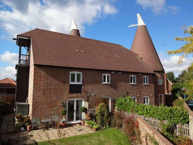 3 Bedrooms Flat for sale in LUXURY APARTMENT FORMING PART OF AN OAST COMPLEX WITH DELIGHTFUL GARDENS, GARAGE AND INFORMAL PARKING