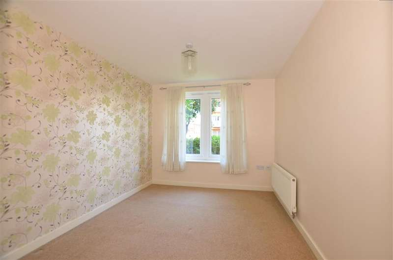 2 Bedrooms Ground Flat for sale in Hyde Grove, Dartford, Kent