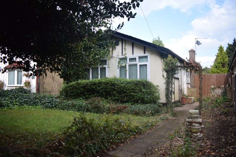 3 Bedrooms Detached Bungalow for sale in Bath Road, Colnbrook