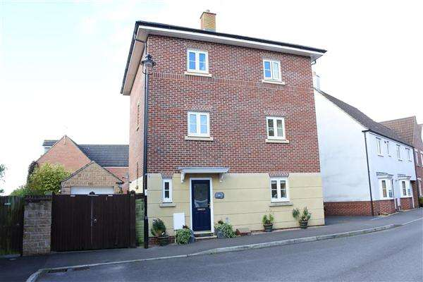 4 Bedrooms House for sale in Wren Place, Gillingham