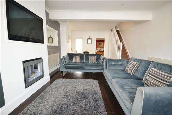 3 Bedrooms Terraced House for sale in Salisbury Road, Grays