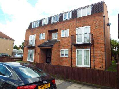 1 Bedroom Flat for sale in Newbury Park, Ilford, Essex