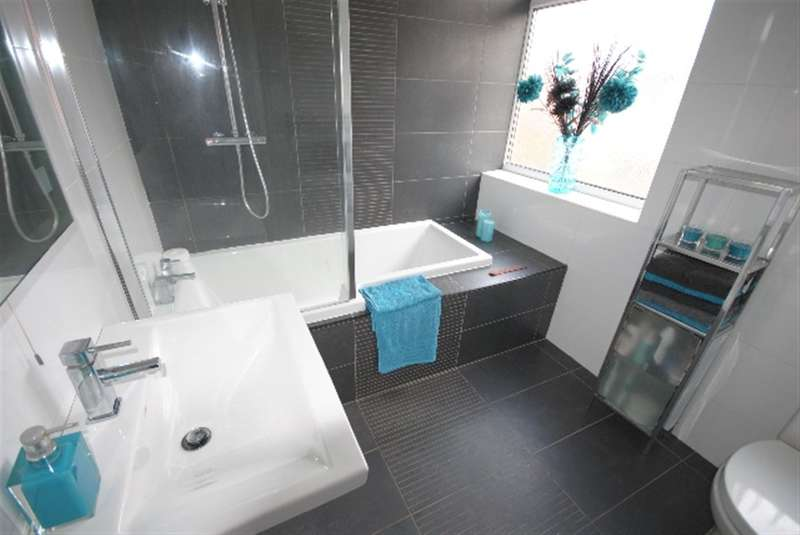 3 Bedrooms Semi Detached House for sale in Spencer Road, Whitley, Wigan, WN1