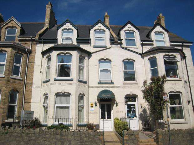 7 Bedrooms Commercial Property for sale in Berry Road, Newquay, Cornwall