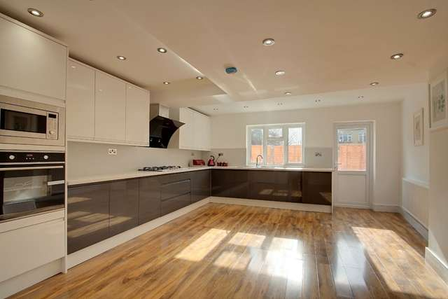 5 Bedrooms Terraced House for sale in St Georges Road, Forest Gate