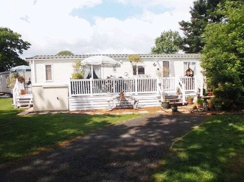 3 Bedrooms Detached Bungalow for sale in Oaklands, Colchester Road, Clacton-On-Sea