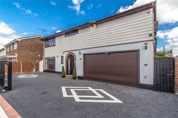 4 Bedrooms Detached House for sale in Zider Pass, CANVEY ISLAND, Essex