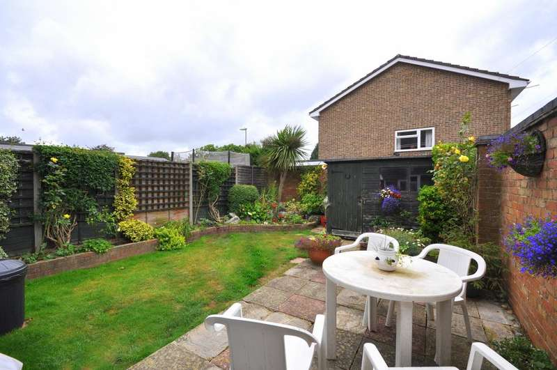 3 Bedrooms End Of Terrace House for sale in Ash Grove, Ringwood, BH24 1XT