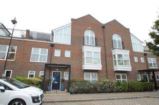 4 Bedrooms Terraced House for sale in Ingress Park Avenue, Greenhithe, Kent
