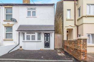 3 Bedrooms Terraced House for sale in Gillingham Road, Gillingham, Kent, .