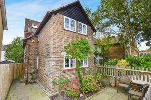 3 Bedrooms Cottage House for sale in Redstone Road, Redhill, Surrey