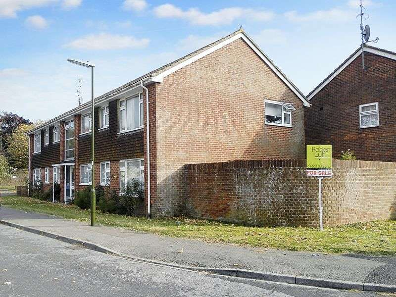 3 Bedrooms Flat for sale in Bushby Close, Sompting