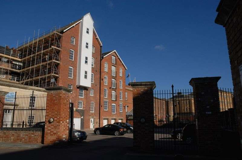 2 Bedrooms Flat for sale in Commercial Road, Gloucester
