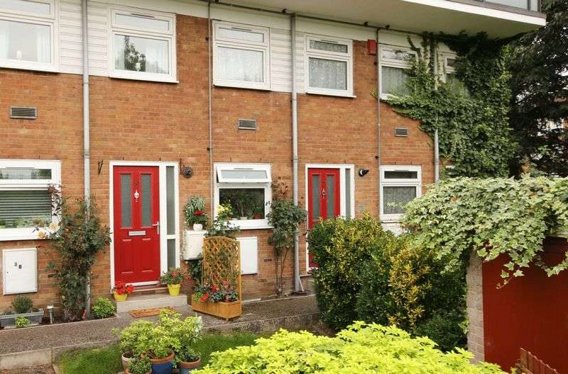 2 Bedrooms Flat for sale in Pert Close, London