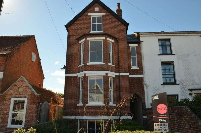 2 Bedrooms Flat for sale in New Street, Lymington