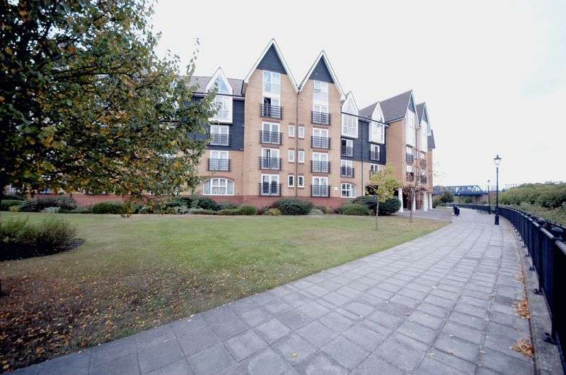 2 Bedrooms Flat for sale in 131 Scotney Gardens , St Peters Street