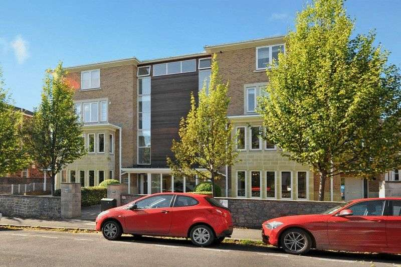 2 Bedrooms Flat for sale in Miles Road, Clifton