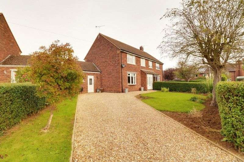 3 Bedrooms Semi Detached House for sale in Stow Road, Scunthorpe
