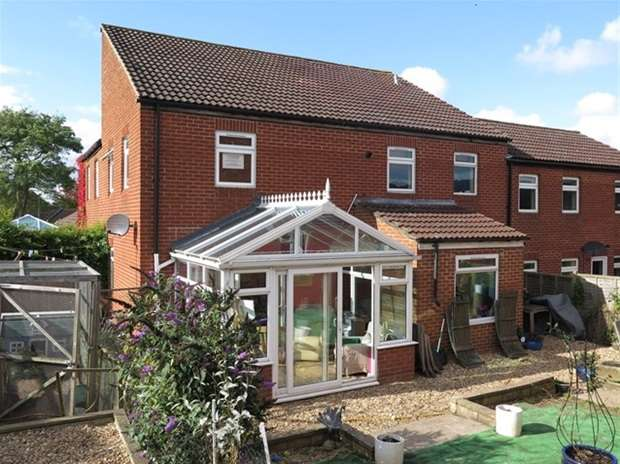 3 Bedrooms Terraced House for sale in Charter Way , Wells, Somerset