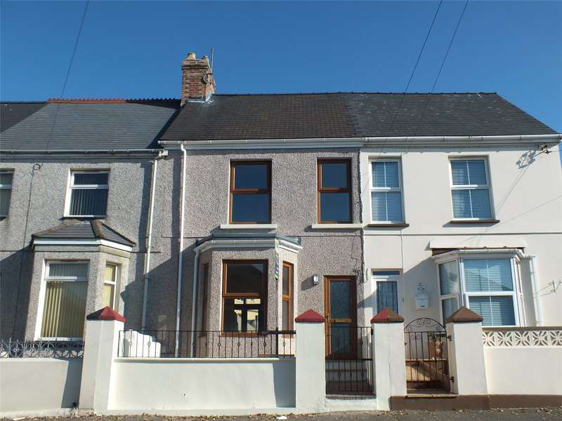 3 Bedrooms Terraced House for sale in Cromwell Road, Milford Haven, Pembrokeshire