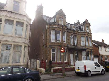 5 Bedrooms Terraced House for sale in Thornton Road, Morecambe, Lancashire, United Kingdom, LA4