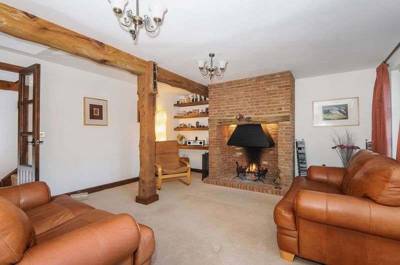 4 Bedrooms Detached House for sale in Village Road, Egham