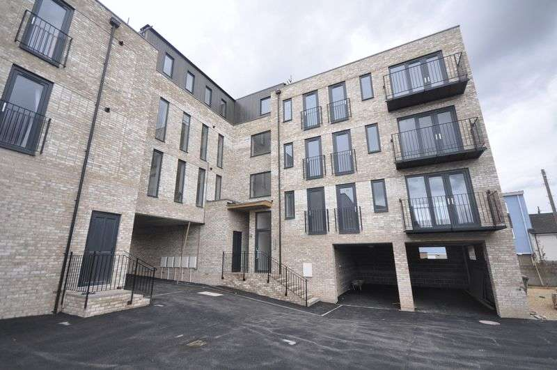 2 Bedrooms Flat for sale in Broad Street Staple Hill