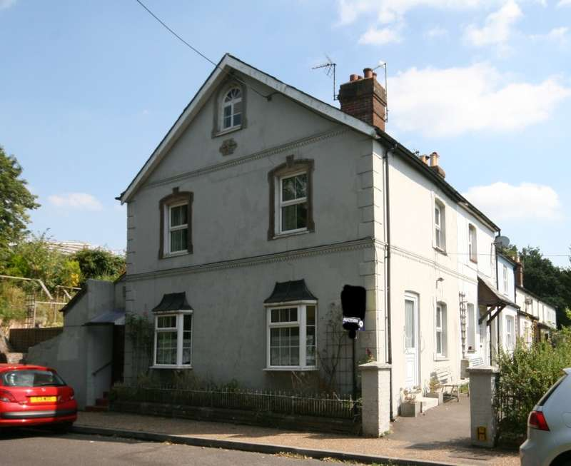 3 Bedrooms End Of Terrace House for sale in Railway Terrace, Bepton Road, Midhurst, West Sussex, GU29 9QY