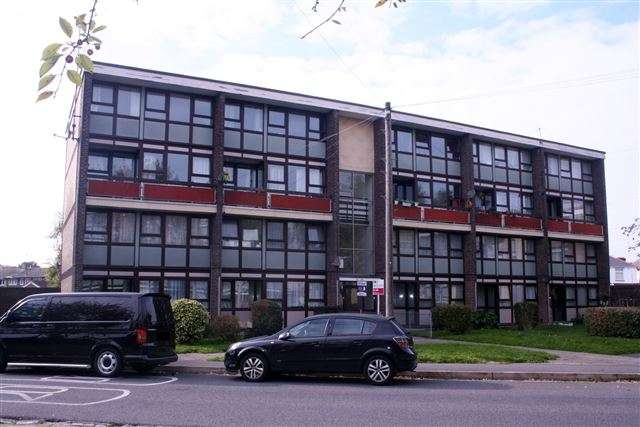 3 Bedrooms Maisonette Flat for sale in Hawthorn Crescent, Cosham, Portsmouth, Hampshire, PO6 2TX