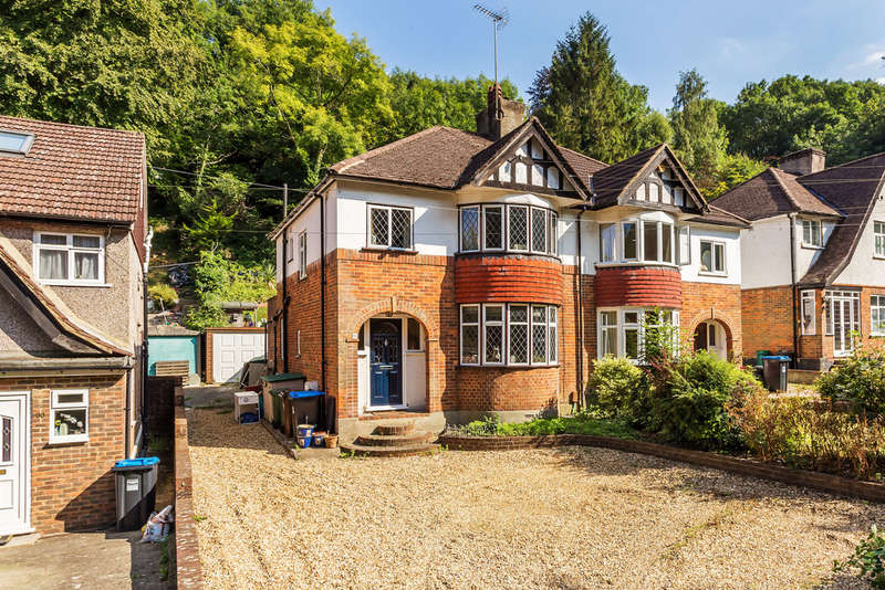 3 Bedrooms Semi Detached House for sale in Whyteleafe Hill, Whyteleafe, CR3